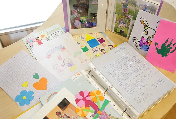 그동안 아이들과 주고 받은 편지와 사진들. 모은 것중 일부만 가져오는데도 가방 두개가 가득찹니다.
