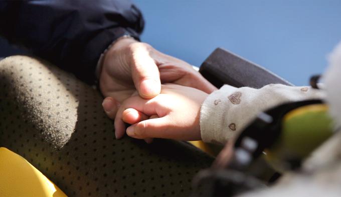 지수와 할아버지의 맞잡은 두 손. 이 두 손에 더해주신 모든 온기와 응원에 다시 한번 감사드립니다.