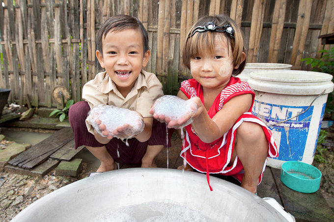 손 씻기는 아동사망률을 줄이고 건강을 지키는 가장 기본적인 예방법이다.