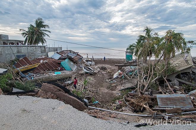 월드비전 긴급구호 활동 경험 38년 - 월드비전은 피해가 가장 심각한 지역을 먼저 찾아가며, 재난상황에 가장 취약한 아동과 가족을 우선순위에 두고 긴급구호활동을 실시합니다.