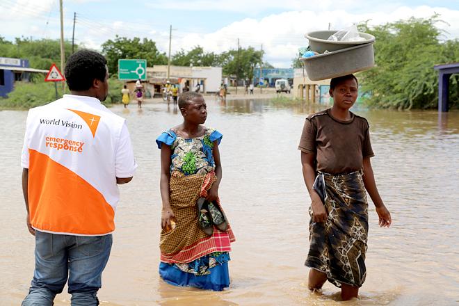 홍수로 침체된 말라위의 도로