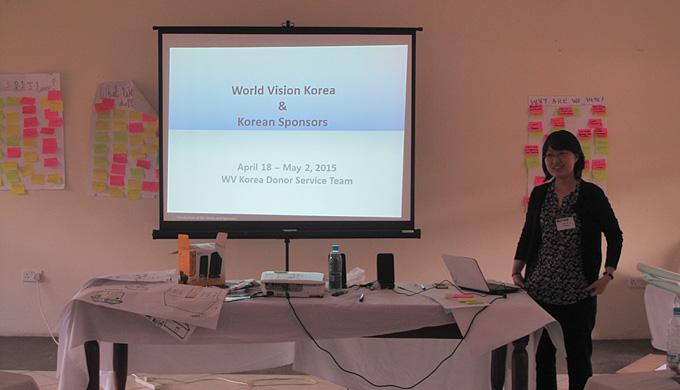 한국월드비전 후원서비스팀에서 잠비아 아동들을 담당하는 김혜인 간사가 한국은 어떤 나라인지, 한국의 후원자님들은 어떤 분들인지를 소개하고 있습니다.