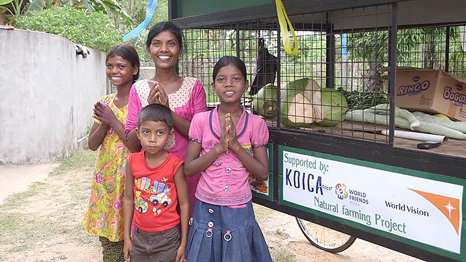 형편이 어려운 가정에는 농작물 판매를 위한 자전거수레 등도 지원했습니다.