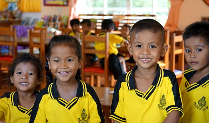 반나이라이 마을 학교 도서관에서 만난 아이들