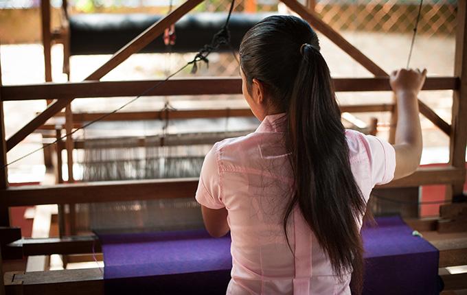 인신매매로부터 탈출한 모아(가명)는 월드비전을 통해 심리치료와 기술훈련을 받고 있다.