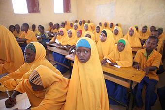 월드비전은 난민 및 지역사회 아이들에게 1만 2,966벌의 교복 및  2만여명 학생들에게 교육 기자재를 전달했다.