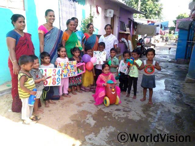 월드비전의 교육으로 저희 마을의 아동들은 건강이 증대되고 교육기회가 향상되었습니다. -죠티, 마을주민대표년 사진