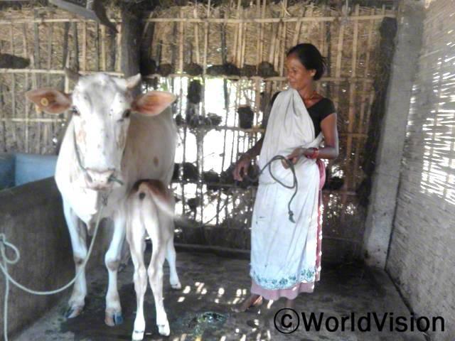 저는 월드비전의 도움으로 우유를 파는 일을 하고 있어요. 자녀들도 신선한 우유를 마셔서 건강해졌답니다. 이제 경제적으로 풍성해 졌습니다. - 타라(40세)년 사진