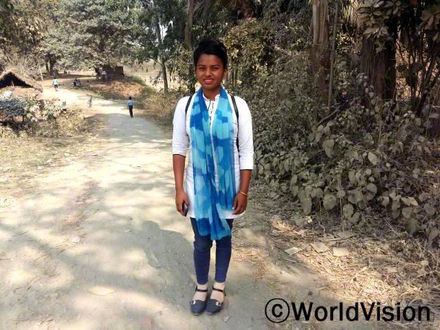 예전에는 아동 문제나 아동권리에 대해 잘 몰랐고, 교육받은 적도 없었어요. 그런데 리더십과 아동옹호에 대해 배울 기회를 갖게 되었고, 최근에는 친구들과 함께 지방아동의회를 열었답니다. - 마니타 (16세)년 사진