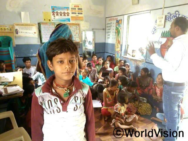 아동클럽은 저희 뿐만 아니라 공부를 하기 싫어하던 아이들까지도 배움을 지속할 수 있게 도와줬습니다. -아리프(12세)년 사진