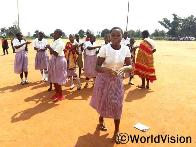 나브웨야 초등학교에서의 '아프리카 아이들의 날' 발표 현장입니다.년 사진