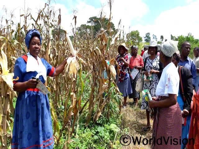 우리 마을은 강수량이 적어 농사를 지어도 수확량이 많지 않았어요. 그런데 월드비전과 농림부의 지원으로 친환경 농사법을 배운 뒤론 수확량이 늘었답니다. - 들라미니 (농부)년 사진