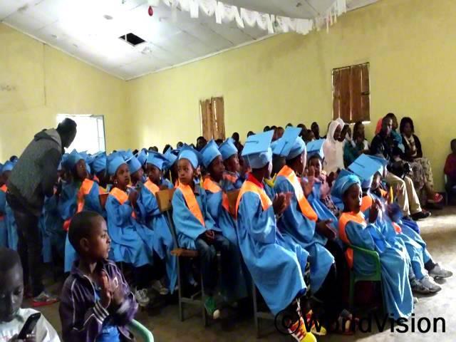 아동들은 책임감 있는 사회의 한 일원으로 자랍니다. 우리 마을에서  여러 프로그램을 진행해 주셔서 감사합니다.년 사진