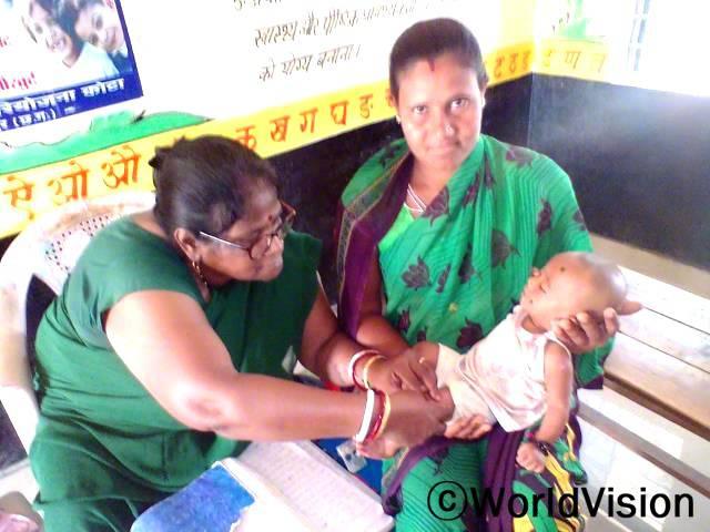 어렸을 때 백신을 접종하는 것은 심각한 질병으로부터 아이들을 보호하는 가장 좋은 방법 중 하나입니다. 백신 접종은 특정 감염에 대한 내성을 기르기 위해 면역 반응을 이용하며, 심각한 질병 감염을 예방함으로써 아이들의 건강을 유지하도록 돕고 있습니다.년 사진