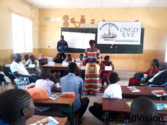 월드비전과 이브(키쿨라 지역 후원활동을 관리하는 체계 중 하나)의 협력으로 키쿨라 지역에 아동 위원회가 세워졌습니다.년 사진