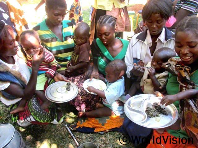 음식 준비 및 요리 수업은 아이들의 영양상태를 높여주었어요. -엘리자베스(엄마)년 사진