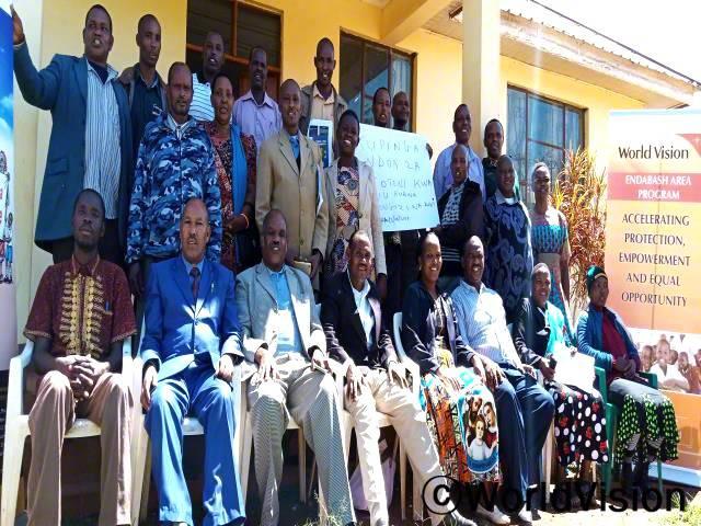 마을의 지도자들이 청소년 성·생식 보건 및 권리 교육을 받았습니다. 지도자들이 직접 청소년들에게 필요한 정보를 알려주고 도움을 준 덕분에 아이들의 건강 상태가 좋아졌습니다.년 사진