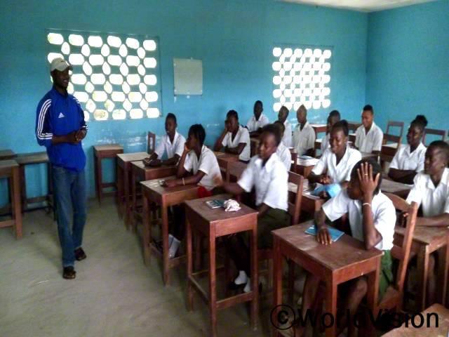 레이 사업장(Lei ADP)의 2016년 교육의 질이 향상되었습니다. 다양한 부분의 중요한 동역자로 역할을 감당해주신 지역공동체 선생님들에게 장학금을 주었습니다.년 사진