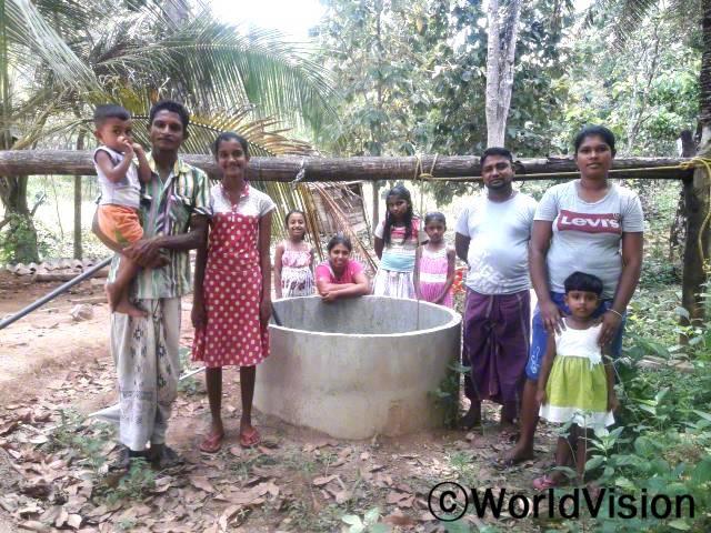 """""""후원자님 덕분에 우리 지역에 110개의 우물이 생겼고, 그 덕에 445가구가 혜택을 누렸어요. 이제는 마을에서 깨끗한 물을 길을 수 있고, 아이들과 놀아줄 시간도 생겨서 정말 기뻐요."""