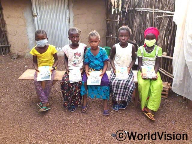 독서교실에 참여한 아이들은 이제 집에서도 책을 읽을 수 있게 되었습니다.년 사진