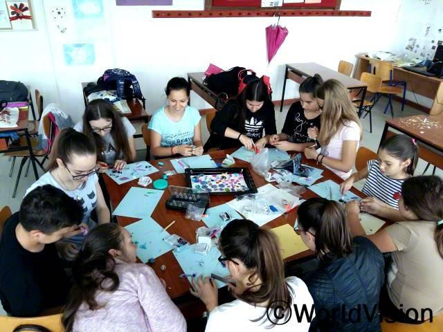 아동 400명 이상이 창의력 워크숍에 참여해 악세서리도 만들고 소소한 집안용품들도 만들었습니다.