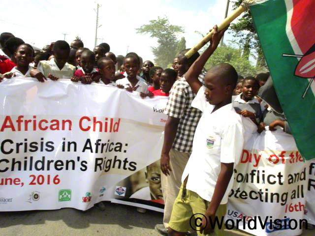 우리는 아프리카 아동의 날을 만들어준 월드비전에게 감사합니다. 전에 우리는 아동과 관련있는 정책들에 목소리를 낼 수 없었어요.  의회 회원인 그레이스 와케쇼의 말입니다.년 사진