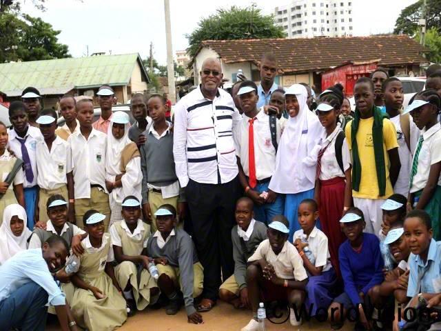 아프리카 어린이 날 행사에서 우리의 권리를 배우고, 아동이 겪고 있는 어려움을 마을 지도자 분들에게 이야기했어요. 정말 좋은 시간이었어요. 지역 정부에서도 어린이 날 행사를 함께 축하해줬어요.이런 시간을 보내도록 도와주신 후원자님께 정말 감사드려요. - 마이클(14세)년 사진