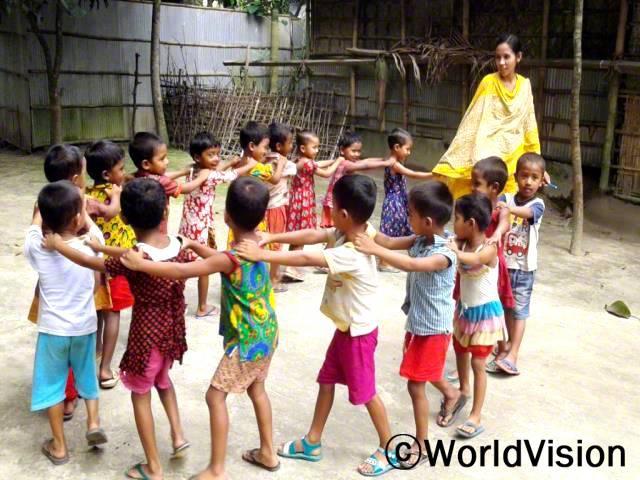 키쇼르곤즈 사업장에 속한 40개 마을의 4,5살 아동들은 영유아발달센터에서 영유아교육발달 프로그램에 참여하고 있습니다. 게임도 하고 즐거운 시간을 보냈습니다.년 사진