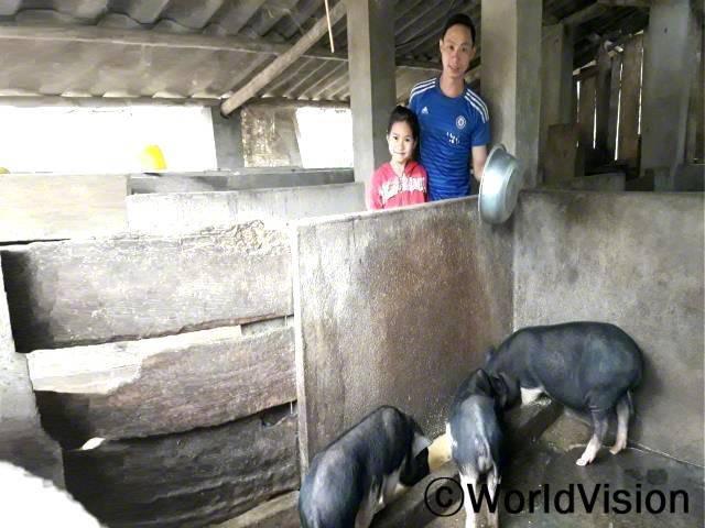 가축 기르는 법을 새롭게 배운 이후로, 아이들의 필요를 더 잘 채워줄 수 있게 되었다고 캔은 말합니다.년 사진