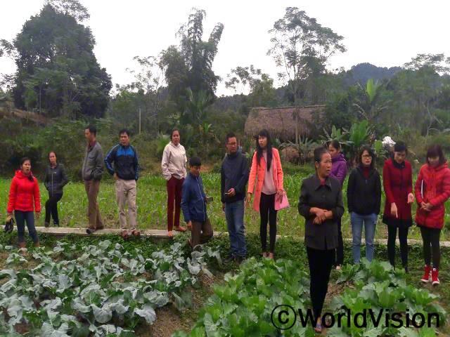 영양클럽 멤버들이 월드비전이 지원하는 영양 채소 모범사업장을 방문했습니다.