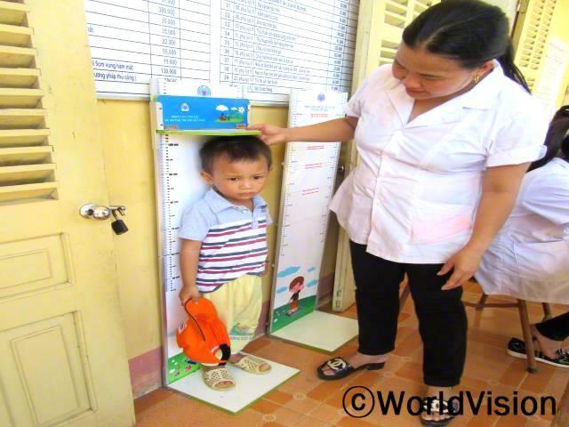 해마다 지역사회에서 아이들의 몸무게와 키를 확인하고 있습니다.