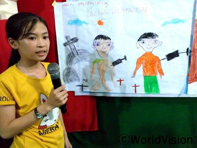 마약을 하게 되면 죽을 수 있기 때문에, 마약은 해서는 안 돼요. 저는 이 메시지를 전달하려고 그림을 그렸어요- 트라미(11세, 노란색 티셔츠를 입은 후원 아동)년 사진