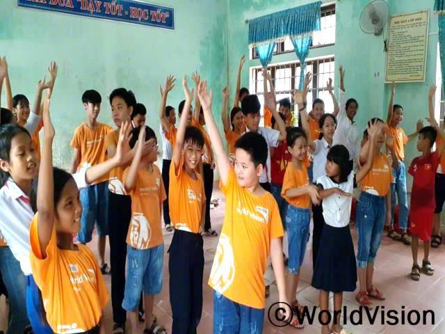 많은 아이들은 아동모임에서 직접 활동을 준비하고 진행하면서 많은 것을 배우고 있습니다.년 사진